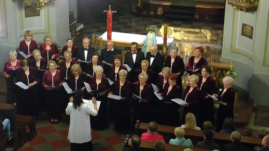 Pieśni patriotyczne w kościele w Choroszczy