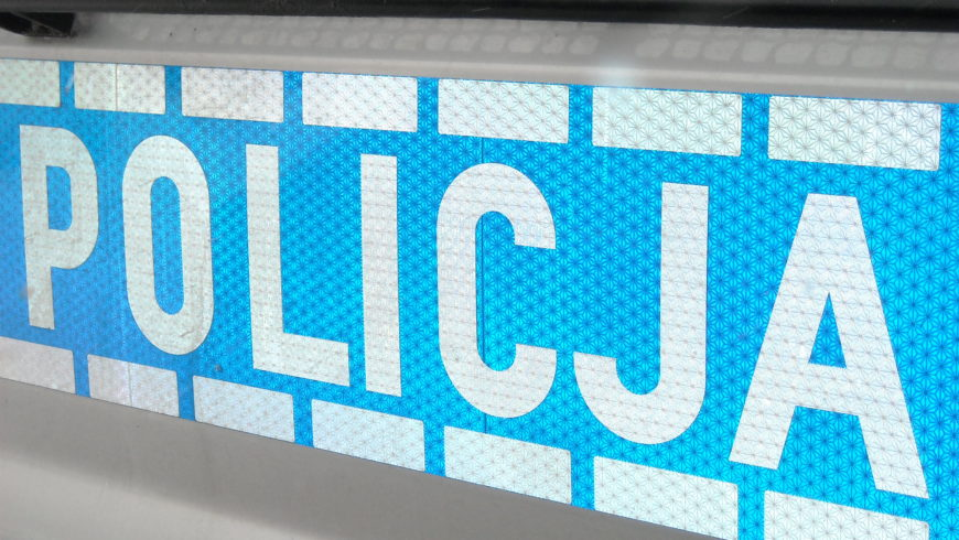 NIETRZEŹWY KIEROWCA PRÓBOWAŁ WRĘCZYĆ ŁAPÓWKĘ POLICJANTOM