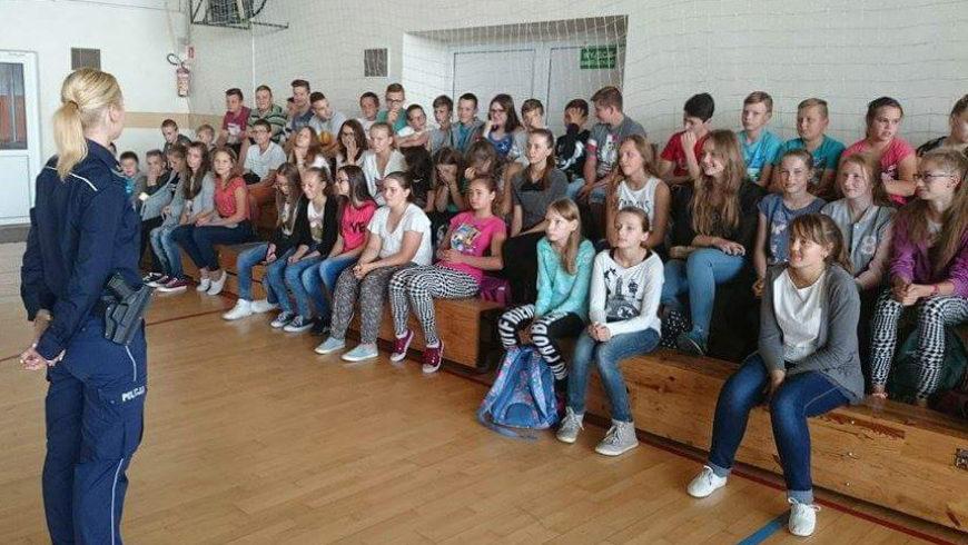 Dzielnicowa na spotkaniu z gimnazjalistami z Suchowoli