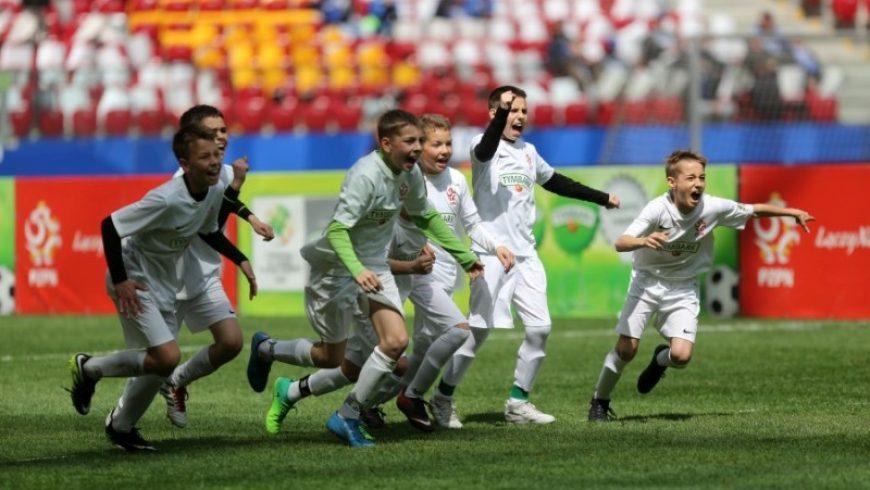 """Dzieci z Podlasia z medalami XVII edycji """"Z Podwórka na Stadion o Pucharu Tymbarku"""""""