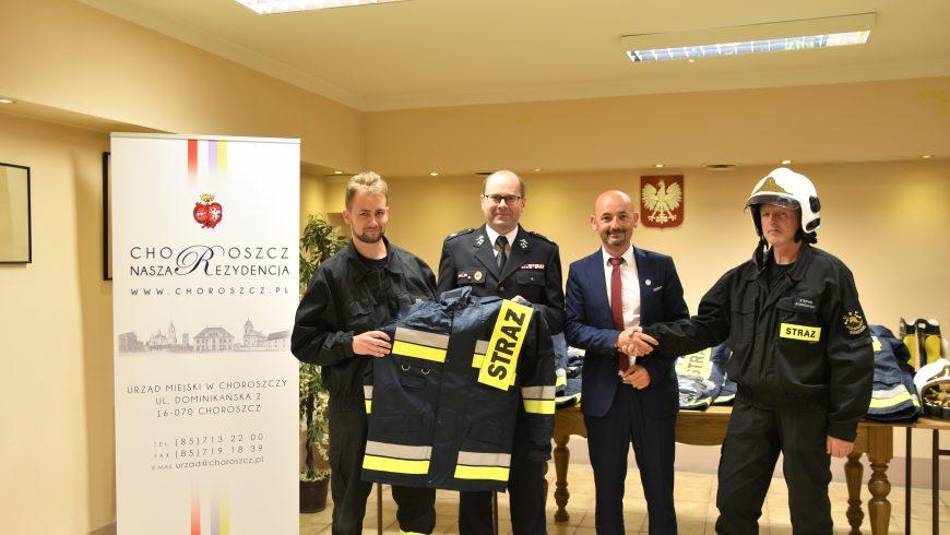 Choroscy strażacy z nową odzieżą ochronną