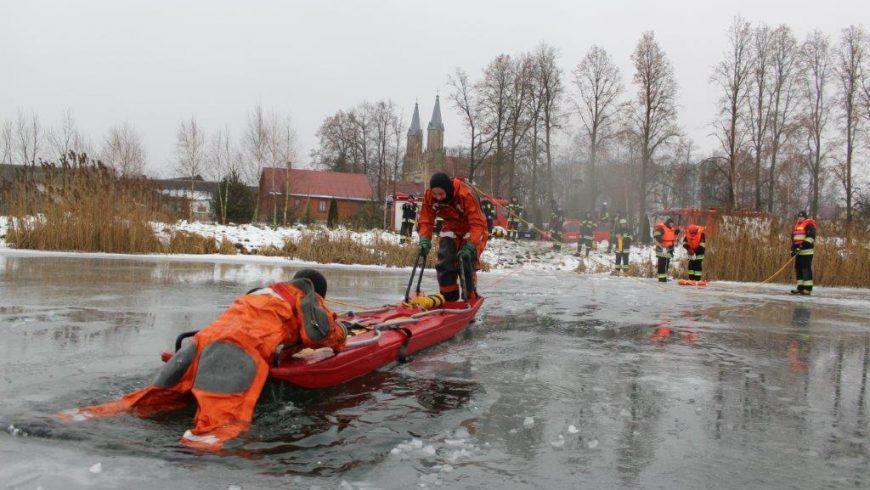 Ćwiczenia z ratownictwa lodowego w Krynkach i Nowym Dworze.