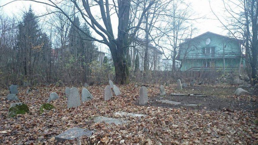 Wolontariusze posprzątają cmentarz żydowski w Sokółce