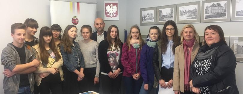 Co to znaczy być patriotą? Burmistrza Choroszczy zapytali choroscy gimnazjaliści