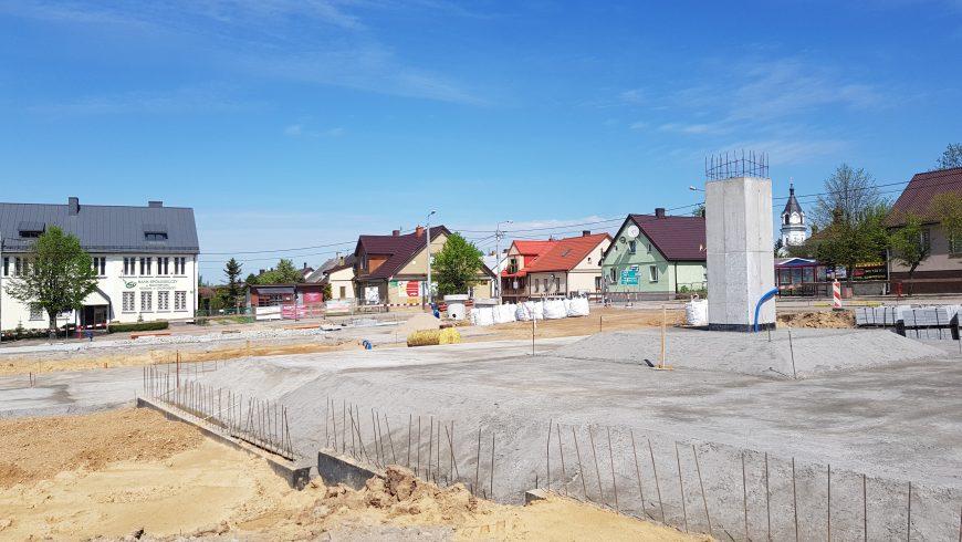 Rynek 11 Listopada w Choroszczy powoli zmienia swoje oblicze