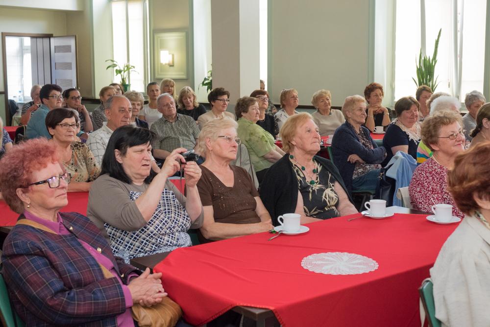 Biblioteka zaprosiła mieszkańców na spotkanie wokalno-autorskie