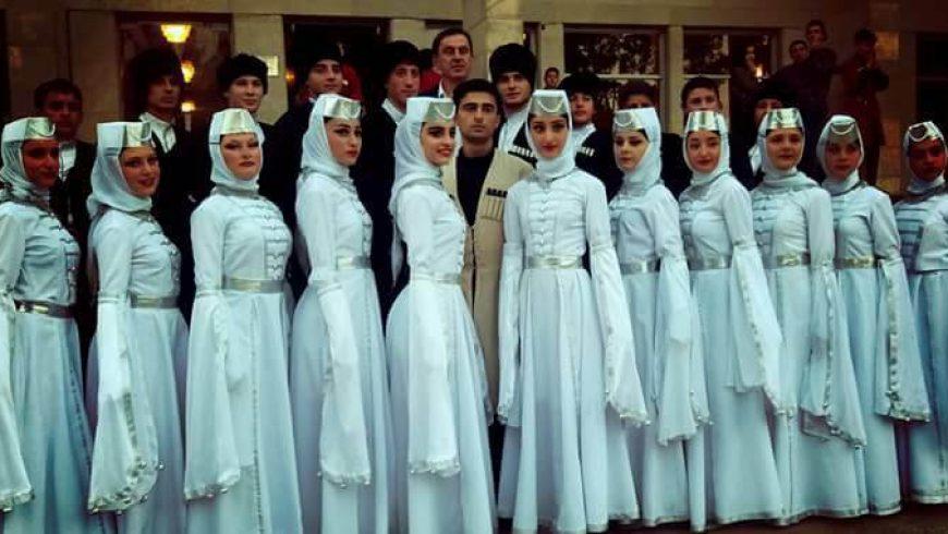 """Egzotyka i folklor rodzimy czyli Międzynarodowy Festiwal Folkloru ,,Podlaskie Spotkania"""""""