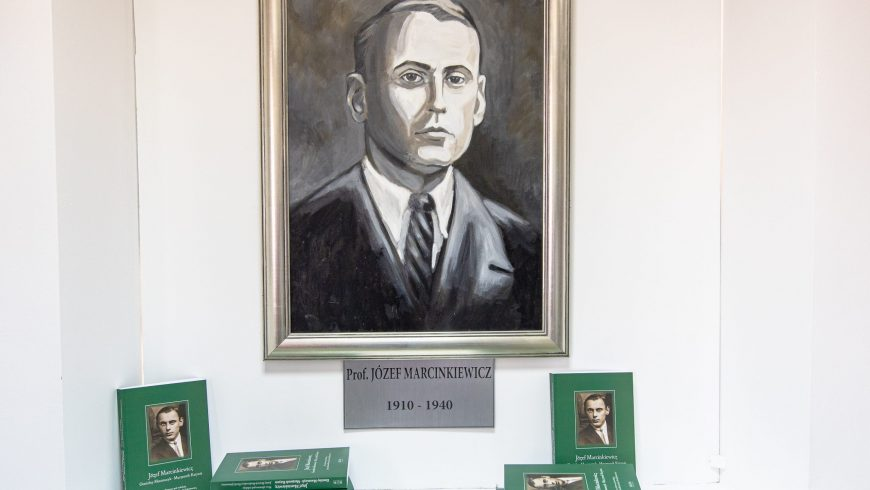 """Wernisaż wystawy """"Józef Marcinkiewicz. Genialny matematyk, patriota""""."""