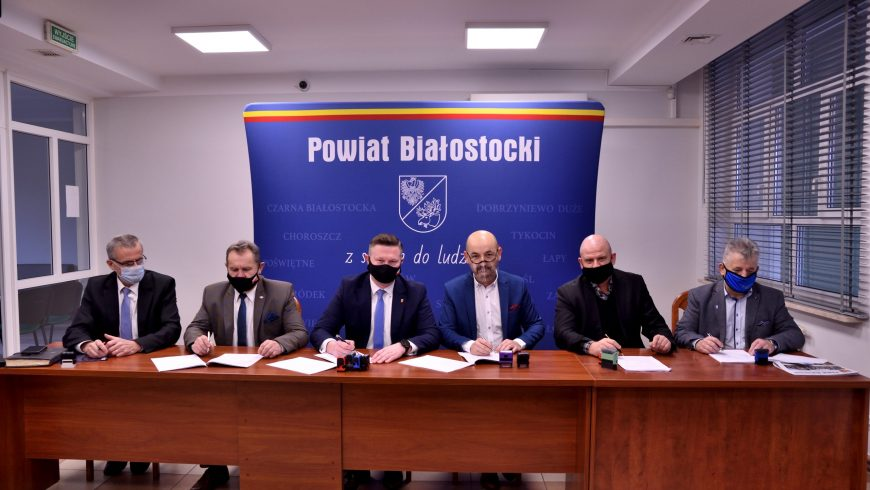 """Podpisanie umowy na budowę tzw. """" małej obwodnicy"""" Choroszczy"""